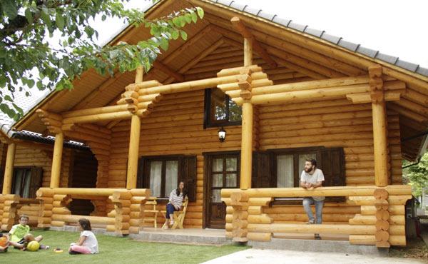 Casa de troncos de madera